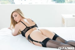 Kendra Sunderland - Sexting Right In Front Of Them (Thumb 01)